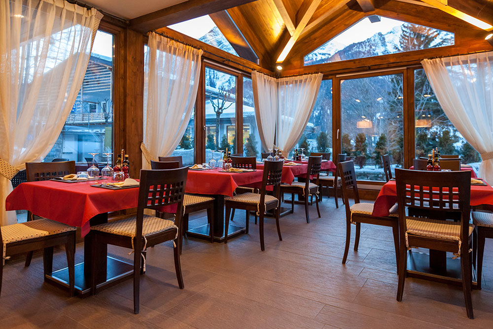 Restaurant al torchio 4 sterne hotel in courmayeur for Restaurant le miroir